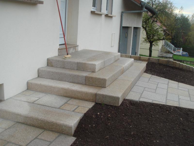 Marche bloc granit jaune bouchard sur sci eberhart - Bloc marche escalier exterieur ...