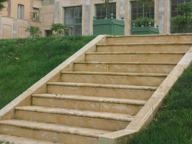 Escalier travertin exterieur for Escalier exterieur granit