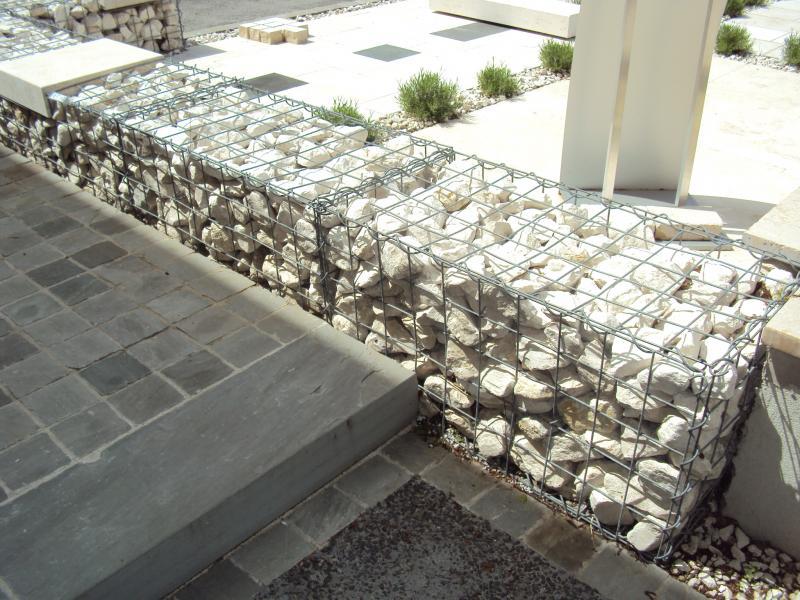 calcaire de bourgogne petits rochers pour gabions eberhart. Black Bedroom Furniture Sets. Home Design Ideas