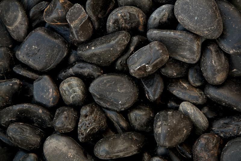 Roule galets noirs polis eberhart stone group for Galets decoratifs noirs